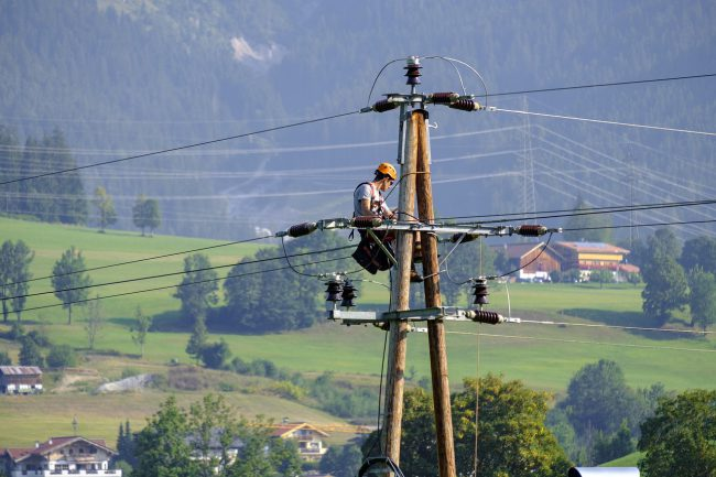 6 Safety Precautions to Follow During an Electrician Training