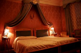 5 Tips for Romantic Bedroom Decoration